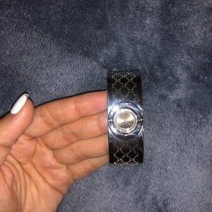 Cucci Twirl Watch. Silver. Size OS